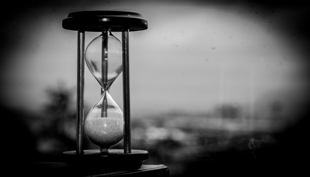 Hourglass / Image by Eduin Escobar from Pixabay